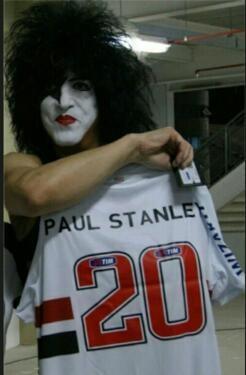 Paul Sanley do KISS com a camisa do São Paulo Futebol Clube