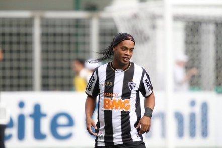 Patrocínio- Atlético-MG-Ronaldinho-Gaúcho-FuteRock