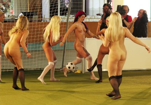futebol-feminino-jogadora-nua