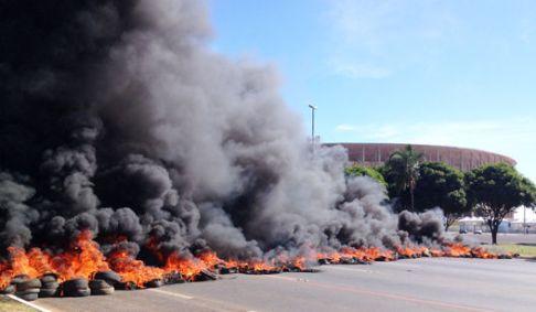 Manifestacao-Brasilia-estádio-Mané-Garrincha-FuteRock