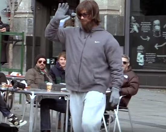 Cristiano Ronaldo se disfarça e bate bola nas ruas de Madri. Você o ...